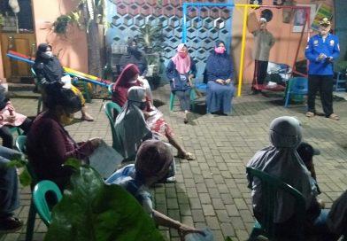Warga Mampang Depok Antusias Menerima Bantuan Tunai dari Kemensos RI